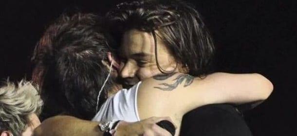 Harry Styles e Louis Tomlinson: l'abbraccio dei Larry è finalmente arrivato [VIDEO]