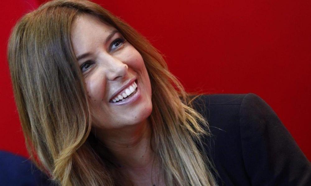 Selvaggia Lucarelli vs Emma Marrone per la foto in bikini con pancetta