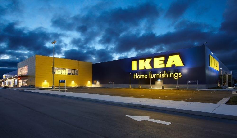 Passano una notte intera nascosti all'Ikea: