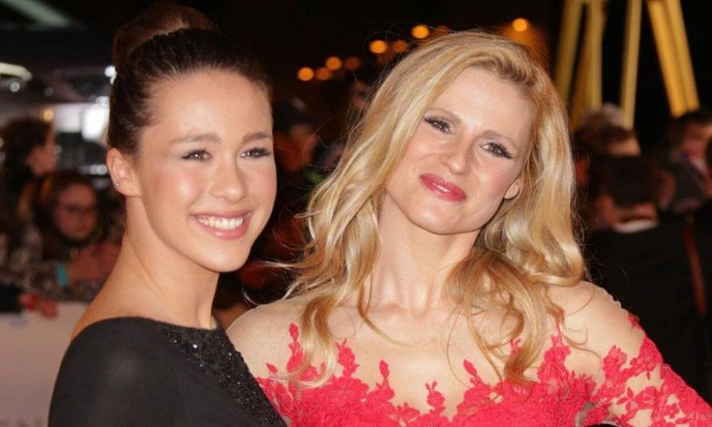 Michelle Hunziker e Aurora Ramazzotti: alla ricerca del selfie perfetto [VIDEO]