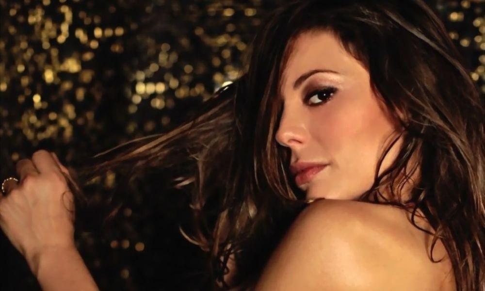 Naike Rivelli fa un video nuda sul letto