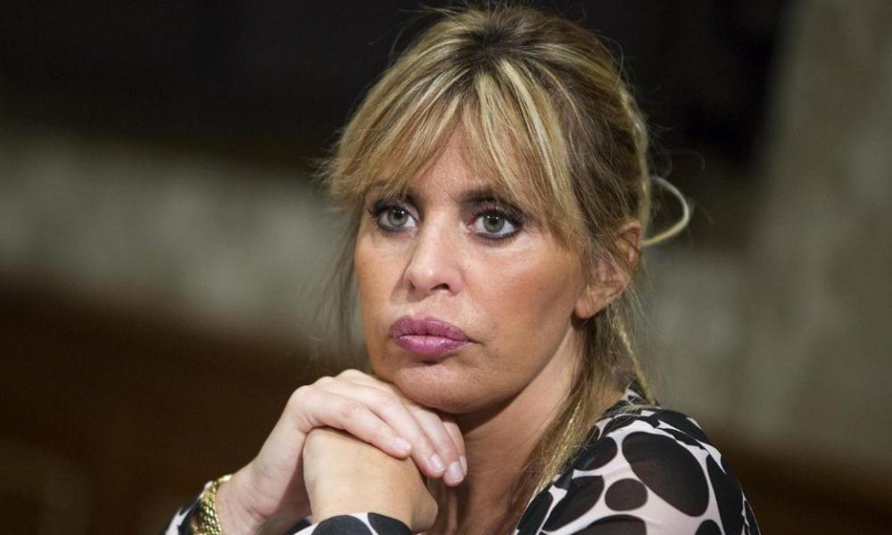 Alessandra Mussolini contro il rapper Bello Figo: le immagini della lite [VIDEO]