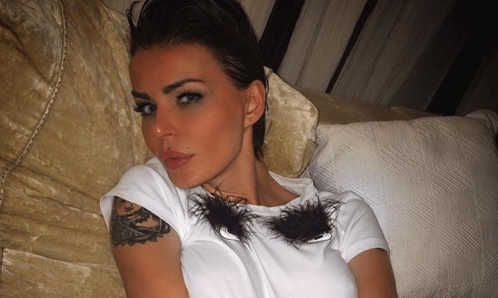 Nina Moric contro il Napoli: la showgirl bersagliata su Facebook
