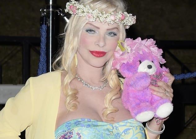 Sesso con il cavallo, Cicciolina fa causa a Google:
