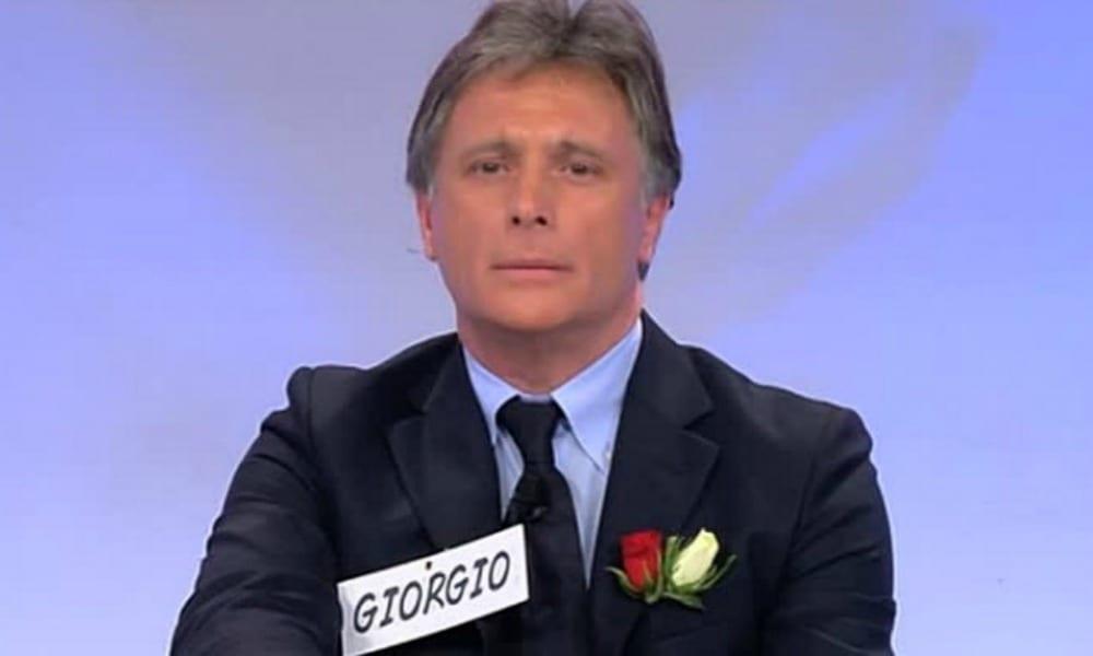 Uomini e Donne, Giorgio Manetti bacia una bionda misteriosa. Lascerà la trasmissione?