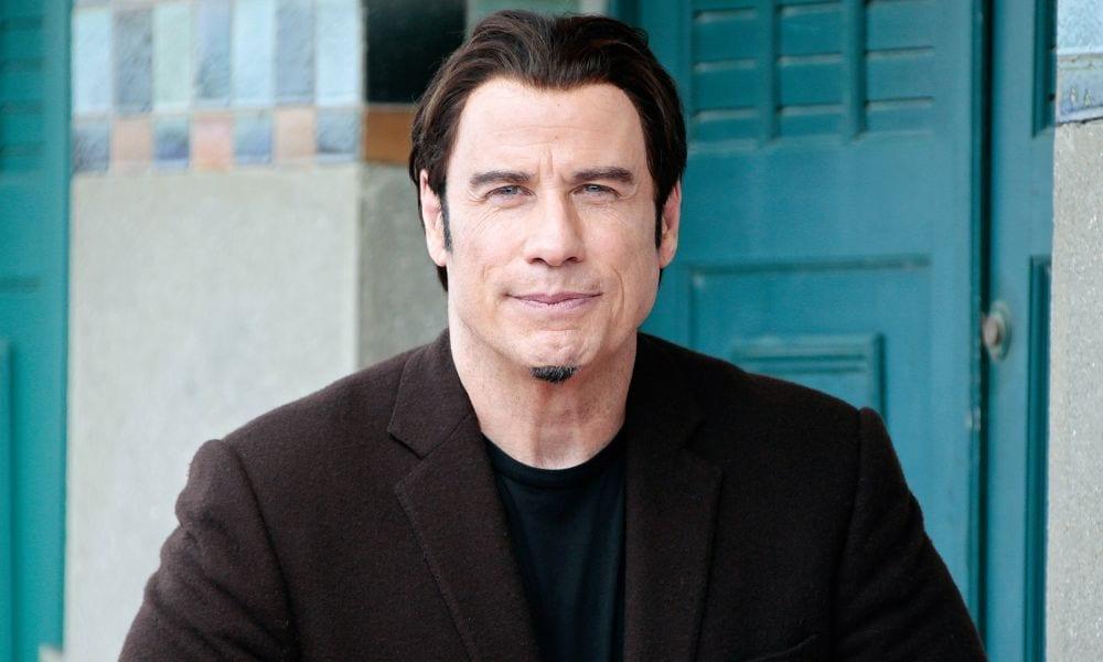 Resort di lusso: truffa milionaria, sfruttata l'immagine di Travolta e Bocelli