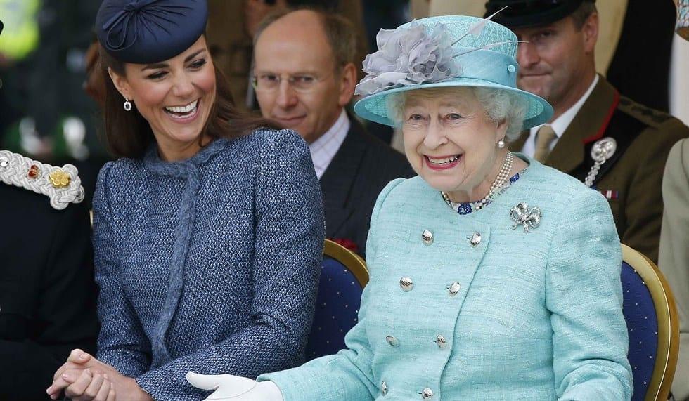 Kate Middleton compie 35 anni, ma è polemica con la Regina per i festeggiamenti