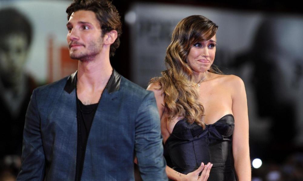 Belen Rodriguez criticata per il bacio a Santiago