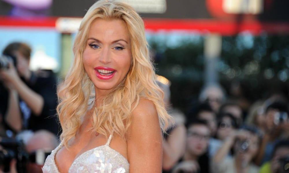 Valeria Marini omaggia Marilyn Monroe [VIDEO]