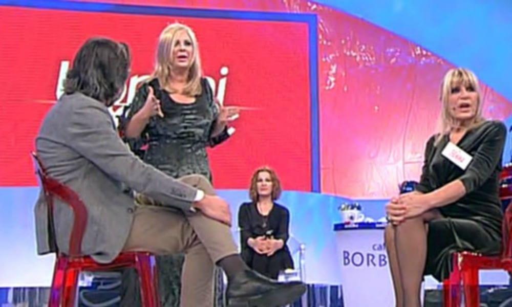 Uomini e Donne Sonia ha scelto Emanuele petali rossi e baci