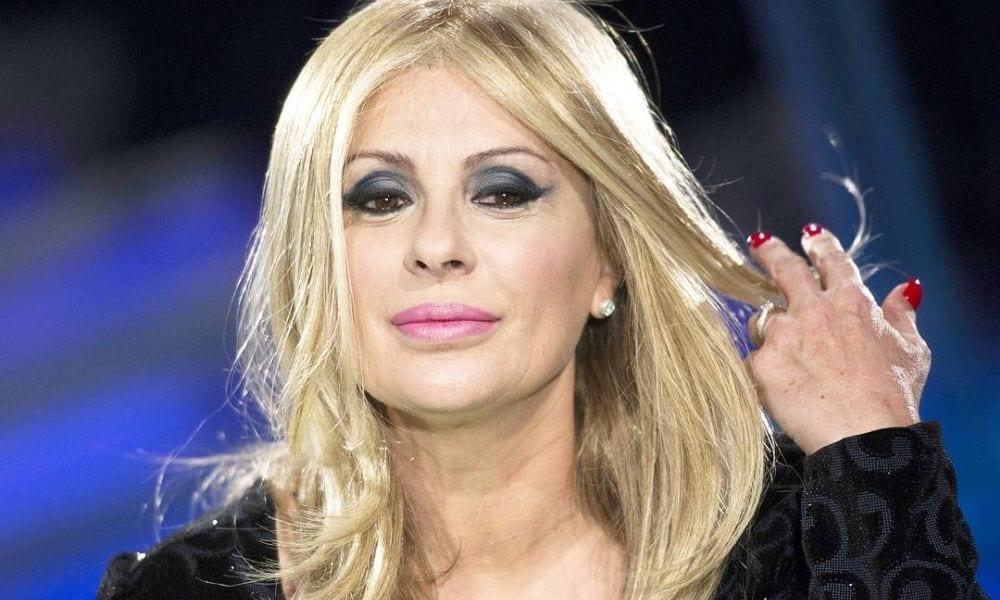 Tina Cipollari choc, il perché della parrucca a 'Uomini e Donne'