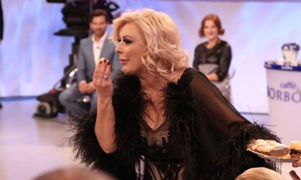 Uomini e Donne puntata 19 aprile: Desirée soffia un corteggiatore a Rosa