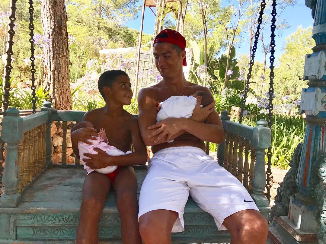 Cristiano Ronaldo papà: il lato tenero sui social