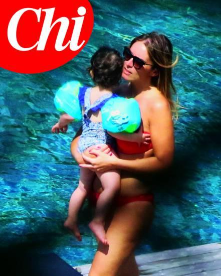 Maria Elena Boschi, vacanze eco-chic in bikini
