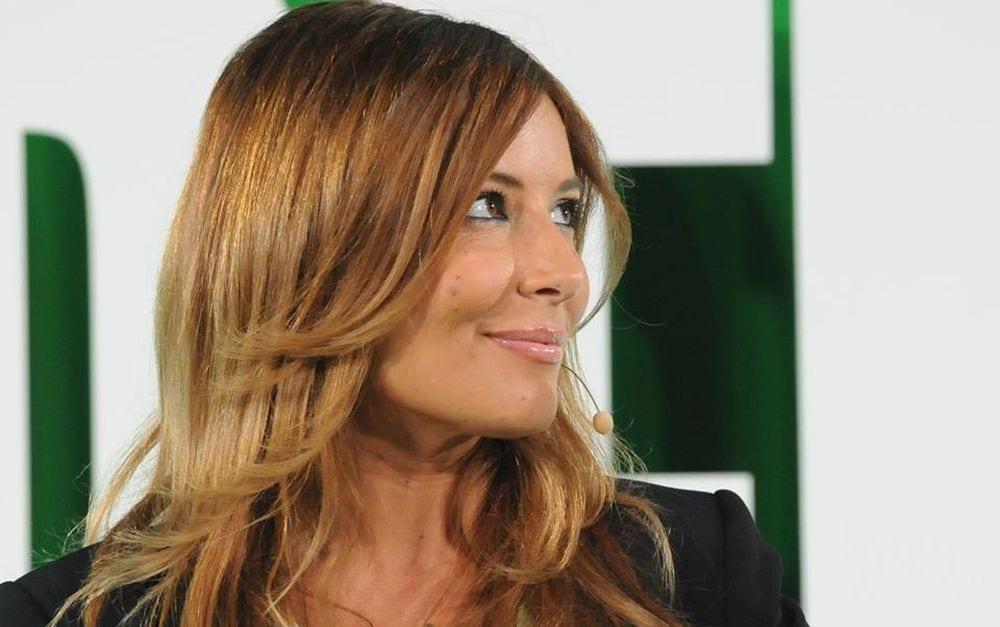 """Selvaggia Lucarelli attacca Michelle Hunziker: """"Vieni nel mondo delle comuni mortali"""""""
