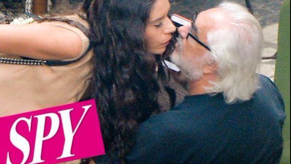 Flavio Briatore, il bacio con una misteriosa mora. E la Gregoraci?