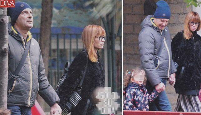 Fabrizio Frizzi sereno e sorridente mentre passeggia con la famiglia [FOTO]