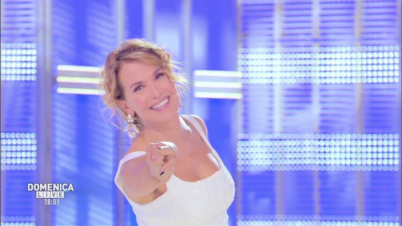 Cecilia Capriotti non si risveglia: momenti di panico a Domenica Live