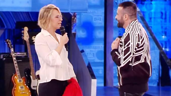 Luca Tommasini, nuovo direttore artistico di Amici, elimina le iconiche tutine bianche e blu