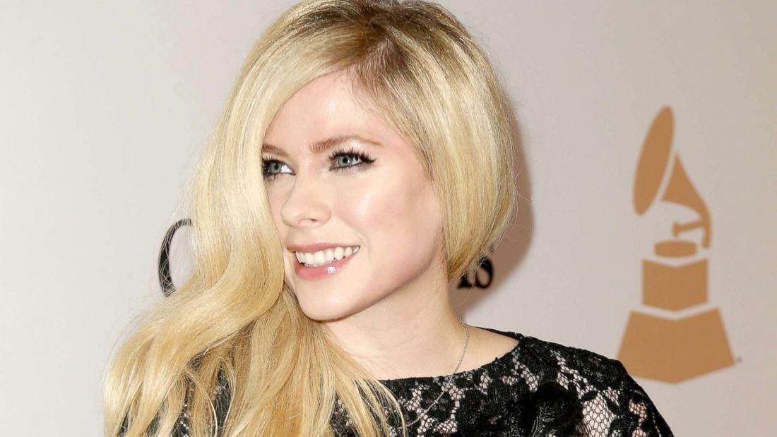 """Avril Lavigne, scoperta una rara malattia: """"Ho paura di morire"""""""