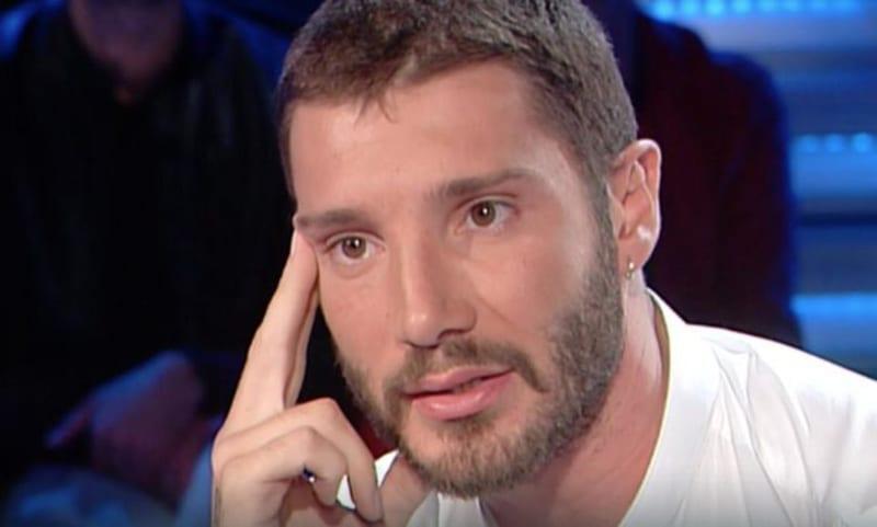 Stefano De Martino, confessioni bollenti: da quanto non fa l'amore