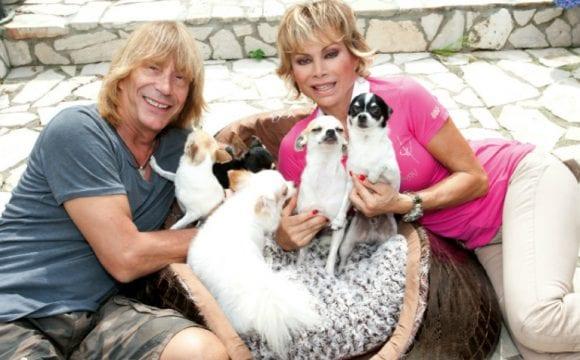 Carmen Russo ed Enzo Paolo Turchi, la loro famiglia 'pelosa ...