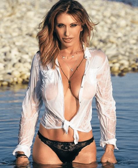 Sabrina Salerno A 51 Anni Infiamma Il Web Lo Scatto Erotico Bollente