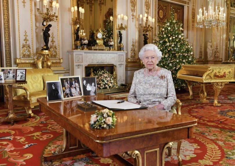 Regina Elisabetta, stanze segrete di Buckingham Palace: c'è perfino una...