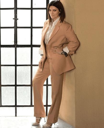Nuovo look per Laura Pausini, che cambia subito idea