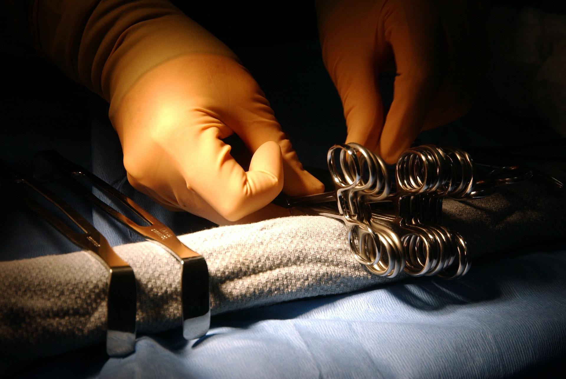 Si opera alla tiroide: si risveglia viso devastato, senza naso  agghiacciante - VelvetGossip