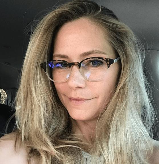 Andie McPhee Dawson Creek oggi 50 anni è irriconoscibile occhiali … [FOTO]