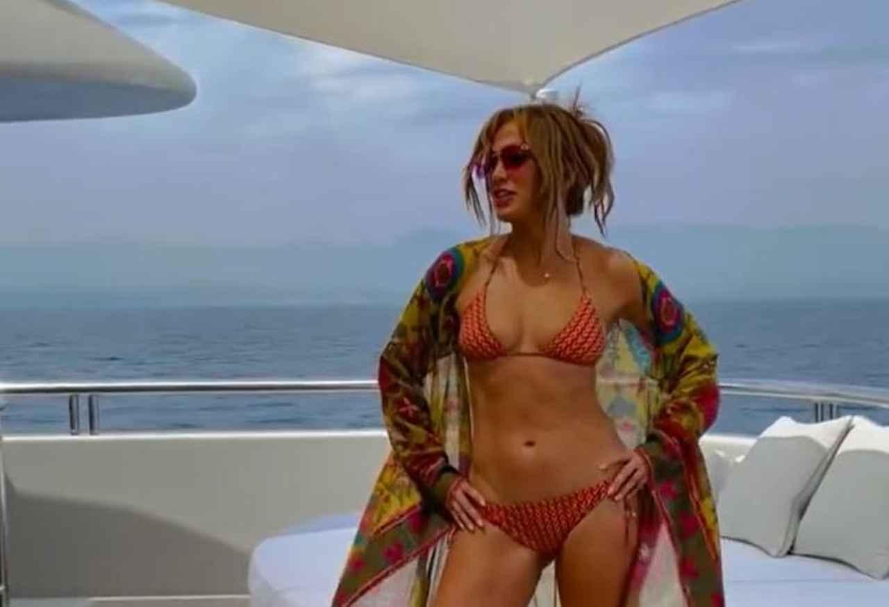 Jennifer Lopez Capri